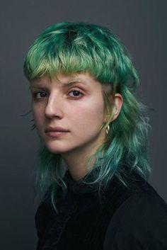 Isabel Alsina-Reynolds: Green hair for INFRINGE Cult Hair Source by miladefares Mullet Haircut, Mullet Hairstyle, My Hairstyle, Hairstyles With Bangs, Cool Hairstyles, Scene Hairstyles, Haircuts, Punk Haircut, Short Grunge Hair