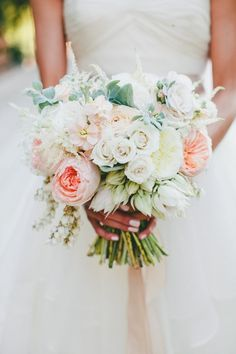 bridal bouquet; onelove photography