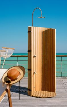 An outdoor shower for your garden - shower Pool Shower, Beach Shower, Garden Shower, Outdoor Sinks, Outdoor Baths, Backyard Plan, Backyard Retreat, Outside Showers, Outdoor Showers