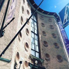 Taidehalli, allways a good idea! 🎨 #taidehalli #minäomakuvaajassa #näyttely #taide #taidekuuluukaikille #arkkitehtuuri #20luvunklassismi #jarleklund #hildingekelund #helsinki #töölö