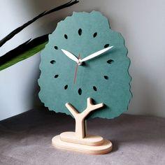 #자작나무시계 #탁상시계 #우드탁상시계 #우드시계 #인테리어시계 #디자인시계 #시계 #집들이선물 #기념품 #판촉물 #선물 #무소음시계 #집들이 #결혼선물 #babosarang Big Wall Clocks, 2d Design, Wooden Clock, Making Ideas, Wood Crafts, Woodworking Projects, Diy Home Decor, Recycling, Wall Decor