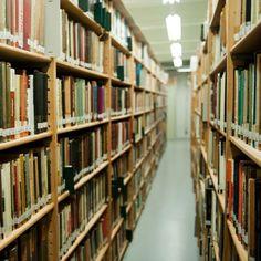 Wij hebben de grootste collectie fotoboeken van het Nederlandstalig taalgebied. Van magazines tot wetenschappelijke publicaties, hier vind je alles. Iedereen welkom!