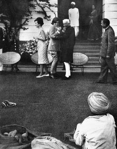 everything-kennedy:      Jacqueline Kennedy breaks her legendary poise on her trip to India when the cobra she was watching strikes, 1962    Love this! Snakes scare the shit out of me as well!    aww! look at her face    Queen