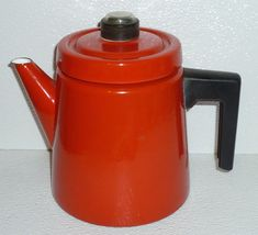 Featuring a Nice Red Color. Vintage Vignettes, Soft Furnishings, New Kitchen, Finland, Kettle, Red Color, Tea Pots, 1950s, Enamel