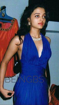 Here's an old photo of Aishwarya Rai Aishwarya Rai Young, Aishwarya Rai Pictures, Aishwarya Rai Bachchan, Latest Pics, Most Beautiful Women, Indian Beauty, Indian Actresses, Bollywood, Bodycon Dress