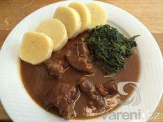 Recept na marinované hovězí maso zvolna pečené na česneku.