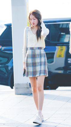 Gfriend-Sowon 190719 Incheon Airport to Singapore Fashion Idol, Kpop Fashion, Daily Fashion, Korean Fashion, Girl Fashion, Fashion Outfits, Airport Fashion, Kpop Mode, Kpop Hair