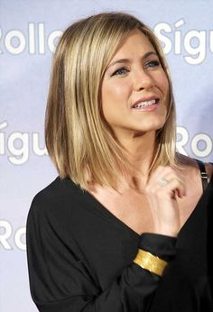 Jennifer Aniston is one of the best celebrity wearer of bob hairstyles so we have collected 15 Jennifer Aniston Bob Haircut Ladies Will Love! Take a look at. Jennifer Aniston Bob, Cabelo Jenifer Aniston, 2015 Hairstyles, Long Bob Hairstyles, Short Hairstyles For Women, Bob Haircuts, Trendy Haircuts, Hair Styles 2016, Medium Hair Styles