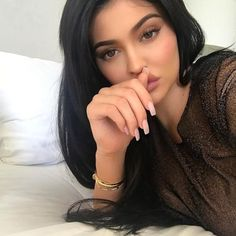 Untold truth about kylie jenner. Kylie jenner in real life. If there's one member of the Kardashian-Jenner family who doesn't need an Kyle Jenner, Kendall E Kylie Jenner, Trajes Kylie Jenner, Looks Kylie Jenner, Kylie Jenner Instagram, Kylie Jenner Makeup, Kylie Jenner Outfits, Kourtney Kardashian, Kardashian Jenner