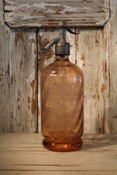 K: Fransk Antik & Vintage...  I've never seen an old seltzer bottle this color