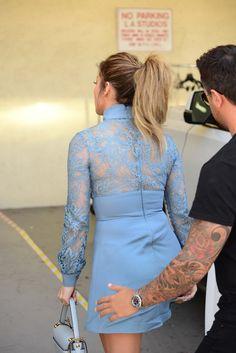Photos : Jennifer Lopez : millions de dollars pour sa villa de luxe ! Hijab Fashion Summer, J Lo Fashion, Skinny Fashion, Denim Fashion, Casual Work Outfits, Classy Outfits, Casual Dresses, Fashion Dresses, Myanmar Traditional Dress