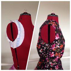 Próbka podkroju pachy. Zawsze mam z nimi problem (ciągną mnie skubane), dlatego już w trakcie zszywania materiału właściwego dla pewności wykonuję kolejne próbki. EN: Armhole mock-up. I always have a problem with tightness under my armpits, so I make several armhole mock-ups, even when sewing the fabric proper. #sewing #handmade #vintagesewing #blouse #1950s #armhole #mockup #szycie #krawiectwo #wroclawszyje #bluzka #retro #beyermode #podkrójpachy #próbka #burdastyle