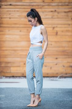 I& not sure I& ever be able to comfortably wear a crop top and high waisted pants, but I love how it looks! Crop Top Outfits, Summer Outfits, Casual Outfits, Cute Outfits, Sport Outfits, Look Urban Chic, Look Fashion, Fashion Outfits, Woman Fashion