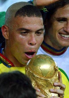 30 giugno 2002: il Brasile batte a Yokohama la Germania per 2-0 aggiudicandosi il Mondiale (Ansa)