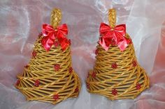 Zvončeky, Autor: claudi1 Paper Basket Diy, Paper Basket Weaving, Christmas Diy, Christmas Wreaths, Christmas Decorations, Newspaper Crafts, Art N Craft, Origami, Projects To Try