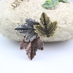 Metallic brooch in the shape of maple leaf Thanksgiving Gifts, Animal Design, Brooch Pin, Boho Fashion, Fall Winter, Collar, Shapes, Pearls, Fabric
