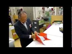 This man demonstrates a way to wrap a present in just seconds and only using three pieces of tape to complete the job. This method is used in Japan and they wrap presents diagonally that ends up looking perfectly wrapped with only a few folds. Japanese Gift Wrapping, Japanese Gifts, Japanese Style, Gift Wrapping Bows, Present Wrapping, Gift Wrapping Techniques, Gift Packaging, Home Design, Holiday Crafts