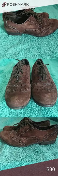 B.O.C. Faux Suede Oxford Shoe Size 6 Listed is a beautiful great condition pair of b.o.c. leather upper balance manmade material (faux suede) brown with blue threadibf and trim oxford shoe in a size US 6. The shoes lace up and are in great condition. b.o.c. Shoes
