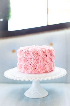 One day I shall make a rose-flavoured cake with this icing style all over it...