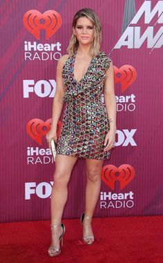 Maren Morris from 2019 iHeartRadio Music Awards Red Carpet Fashion Shortly after the release of her new album GIRL, the country singer steps out in a sparkling dress. Best Celebrity Dresses, Celebrity Style, Celebrity Women, Girl Celebrities, Beautiful Celebrities, Beautiful Outfits, Cool Outfits, Country Singers, Country Music