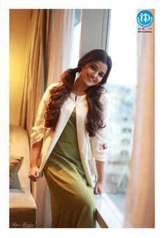 South Indian actress Anupama Parameswaran new photo gallery. Latest picture gallery of actress Anupama Parameswaran. Beautiful Indian Actress, Beautiful Actresses, Beautiful Saree, Anupama Parameswaran, Photoshoot Images, Cinema Actress, Stylish Girls Photos, Tamil Actress Photos, Beautiful Girl Photo