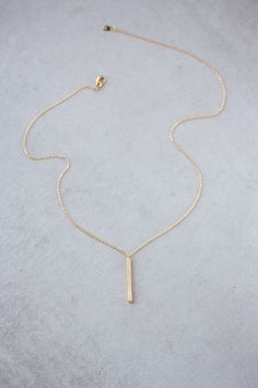 Simple and modern solid bar chain and pendant necklace