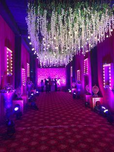 Wedding Backdrop Design, Wedding Hall Decorations, Wedding Stage Design, Desi Wedding Decor, Wedding Entrance, Wedding Designs, Arch Decoration, Marriage Decoration, Entrance Decor