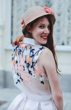 Skirt, blouse/ZOOT, hat/TONAK