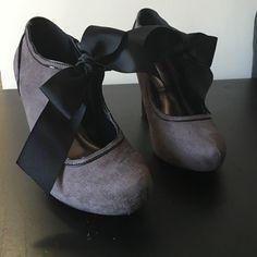 Metaphor Gray & Black Bow Heels Size 6 Metaphor Gray & Black Bow Heels Size 6. Great condition! Metaphor Shoes Heels