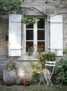 Window seat #inspiration #france #home