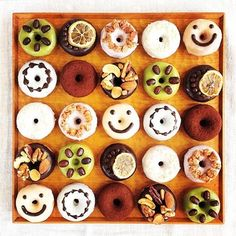 色とりどりで可愛いデコレーションが施されたミニ焼きドーナツは、子供も大人もがテンションが上がります♪