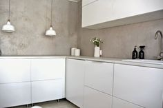 Microcement - cover any surface w/this and will look like solid concrete counter tops! Kitchen Room Design, Interior Design Kitchen, Kitchen Decor, London Living Room, Kitchen Queen, Concrete Kitchen, Concrete Counter, Beautiful Home Designs, Contemporary Interior Design