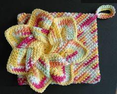 Flower Hot Pad/Potholder: free  #crochet #pattern