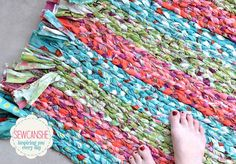 Diy fabric rug tutorial show off my big braided rug total stash buster braided rug diy . diy fabric rug tutorial with this craft Sewing Patterns Free, Free Sewing, Sewing Tutorials, Sewing Projects, Free Pattern, Braided Rug Tutorial, Rag Rug Tutorial, Fabric Rug, Fabric Scraps