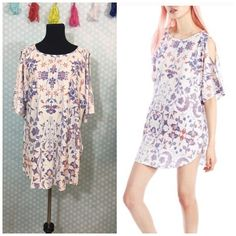 """Wildfox American paisley tunic This is under wildfox swim line but it's cute as a top also it's 50% cotton and 50% polyester My dress forms measurements are: bust 34"""", waist 26"""", hips 35""""  Size 6/8 """"medium"""" Wildfox Swim"""