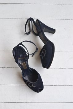 Vintage late 1940s, early 1950s deep navy blue brushed leather shoes with peeptoe, rhinestone and ankle strap.  ✂-----Measurements  fits like: us 6.5   euro 37   uk 4.5 insole: 9.5 ball: 3 heel: 3.5 brand/maker: Julianelli condition: excellent  ★ layaway is available for this item  ➸ more vintage footwear http://www.etsy.com/shop/DearGolden?section_id=5800174  ➸ visit the shop http://www.DearGolden.etsy.com _____________________  ➸ blog   www.deargolden...