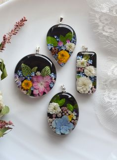 Necklace with real flowers on a black background. Pendant with pansies and hydrangea in resin. Pendant with hydrangea and ozothamnus. Made of natural materials, covered with high quality resin. Pendant size mm, chain from (from cm) Diy Resin Art, Diy Resin Crafts, Jewelry Crafts, Handmade Jewelry, Resin Flowers, Dried Flowers, Making Resin Jewellery, Resin Tutorial, Resin Necklace
