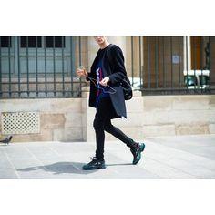 Paris Men's Fashion Week Spring 2015 Street Style - Paris Men's Fashion Week Street Style Day 3 Seoul Fashion Week 2017, Mens Fashion Week, Grunge Fashion, Men's Fashion, Adidas Fashion, Paris Fashion, Fashion Project, Raf Simons, Cool Street Fashion