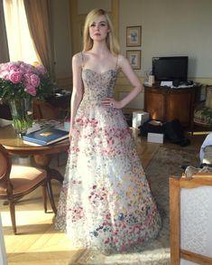 Getting Ready for Cannes 2018 : ElleFanning Dakota And Elle Fanning, Hollywood Girls, Strapless Dress Formal, Formal Dresses, I Love Girls, Blonde Beauty, Designer Wear, Couture Fashion, Cannes
