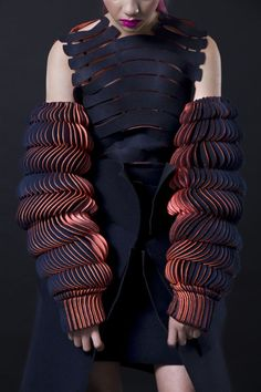 Best in Sculptural Fashion: Fabulous wearable fashion by Katherine Roberts-Wood Royal College of Art graduate fashion collection Paper Fashion, 3d Fashion, Fashion Moda, Look Fashion, Fashion Details, Fashion Design, Fashion Trends, Trendy Fashion, Fashion Fabric