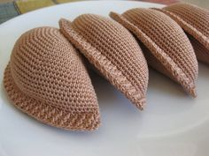 Olá! ¡Hola! Its a crocheted empanada party! This is one crocheted piece ending in one loose end :) One side of the piece is protruding and the other side is flat, perfectly emulating an empanada! **This listing is for the PATTERN and not the finished items. *Skill level Beginner