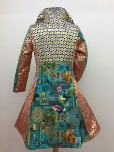 Afbeeldingsresultaat voor carnavalsjas zelf maken Jacket Dress, Dress Up, Beautiful Outfits, Cool Outfits, Textiles, Costume Dress, Steampunk Fashion, Costume Design, Diy Fashion