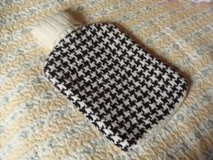 One fine but so cold winter day I knitted this cozy for the hot water bottle using gorgeous and so simple houndstooth chart. Yarn DK Acrylic 100% (cotton-acrylic would work better, as it won't stretch after wash) 50g black and 50g white. Needles 3mm = US#2.5 circular and…