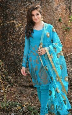 Beauty in Salwar Indian Tv Actress, Beautiful Indian Actress, Beautiful Actresses, Iranian Women Fashion, Indian Fashion, Desi Wear, Beautiful Girl Image, Gorgeous Girl, Girl Fashion