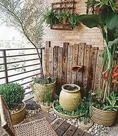 Adoramos paisagismo, as plantas tem um papel principal em qualquer decoração, sem elas não há vida, o projeto fica com cara de vitrine de lo...