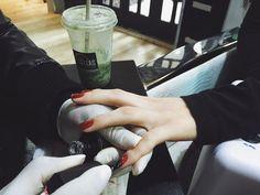 Estar com as unhas sempre magníficas sem se preocupar com agendamento e correrias. Assim funciona o Clube do Esmalte você paga uma mensalidade e ganha todas as vantagens: - Três manicures ao mês - Esmaltação livre! - Desconto em produtos - Muito mais! Confira: http://ift.tt/2c4dANh