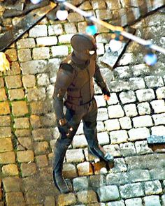 "Look at this shit Spideys new ""Stealth Suit"" in Spiderman Far from Home movie next year few months after Avengers 4 looks good the logo is barely visible so it makes sense but he is still spiderman no matter what ! Stealth Suit, Marvel E Dc, My Superhero, Spider Verse, Amazing Spider, Manga, Tom Holland, Marvel Movies, Marvel Cinematic Universe"