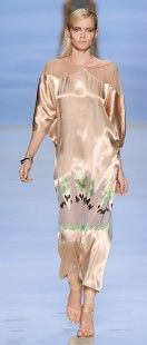 Etro Woman Spring Summer 12 Runway Show