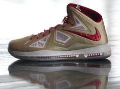 c530b879f19 Nike LeBron X - Gold