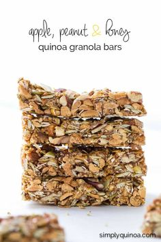 These healthy quinoa granola bars are NO-BAKE, filled with protein and are sweetened with an amazing honey caramel! Healthy Breakfast Recipes, Healthy Snacks, Snack Recipes, Quinoa Breakfast, Donuts, Quinoa Granola Bars, Muffins, Honey Caramel, Clean Eating Snacks